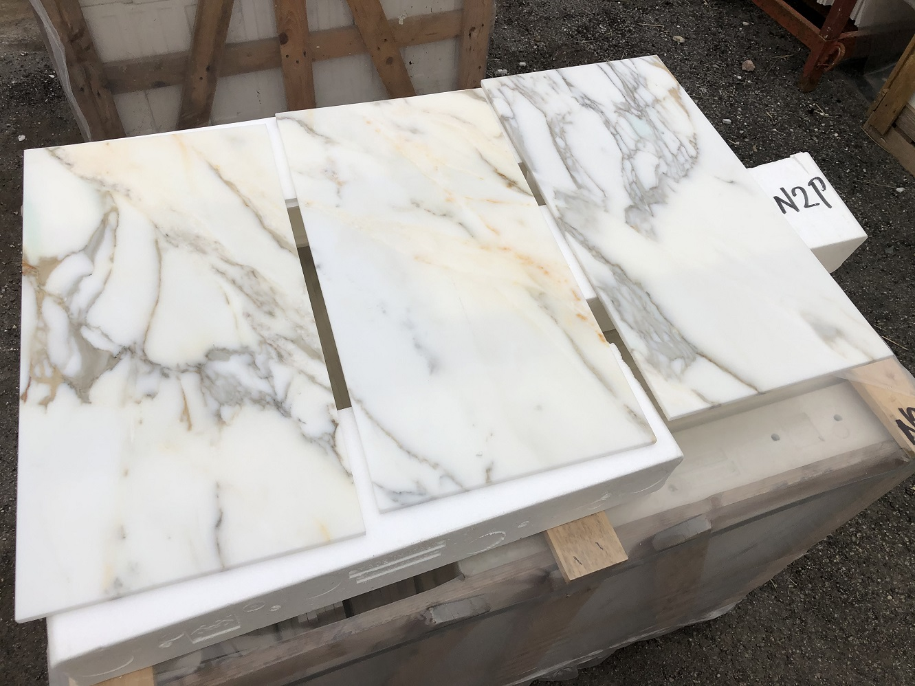 Marble tiles polished, bevelled, calibrated, 2nd quality